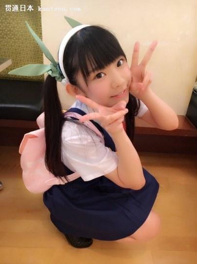 三次元完胜!20岁童颜巨乳美女COS八九寺真宵
