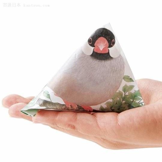 """推出了一款""""文鸟信封袋"""",只要折叠起来就可以变成一只可爱的小小鸟喔."""