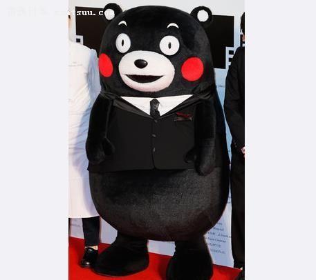 熊本部长穿西装走红毯 又帅又萌超吸睛